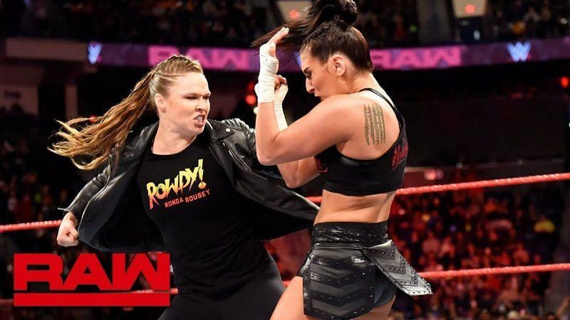 WWE सुपरस्टार रोंडा राउजी और सोन्या