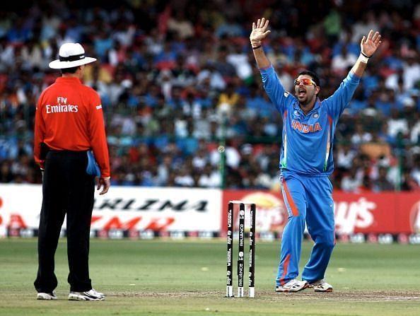 भारतीय बल्लेबाज जिनके नाम गेंदबाजी में चौंकाने वाला रिकॉर्ड है