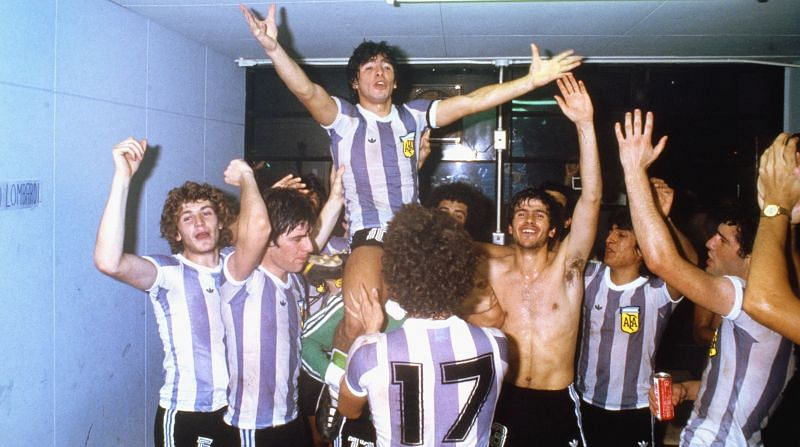 Diego Maradona (top) had the charisma and the personality of an ideal captain, although he had weaknesses in the other areas of his life.