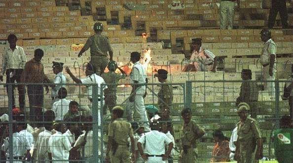 1996 वर्ल्ड कप के सेमीफाइनल में क्राउड के कारण मैच को रोकना पड़ गया था