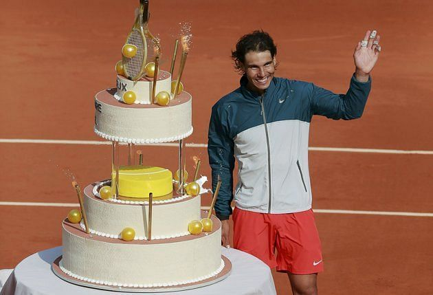 Rafael Nadal poses with his 31st birthday cake at 2017 Roland Garros