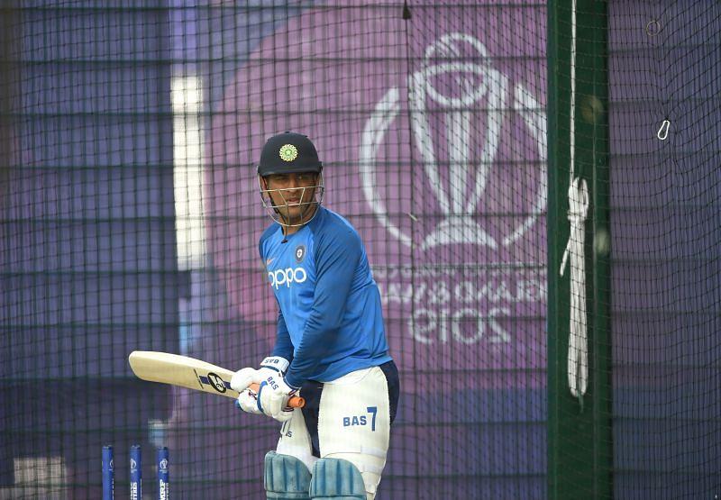महेंद्र सिंह धोनी को नहीं मिली टीम में जगह