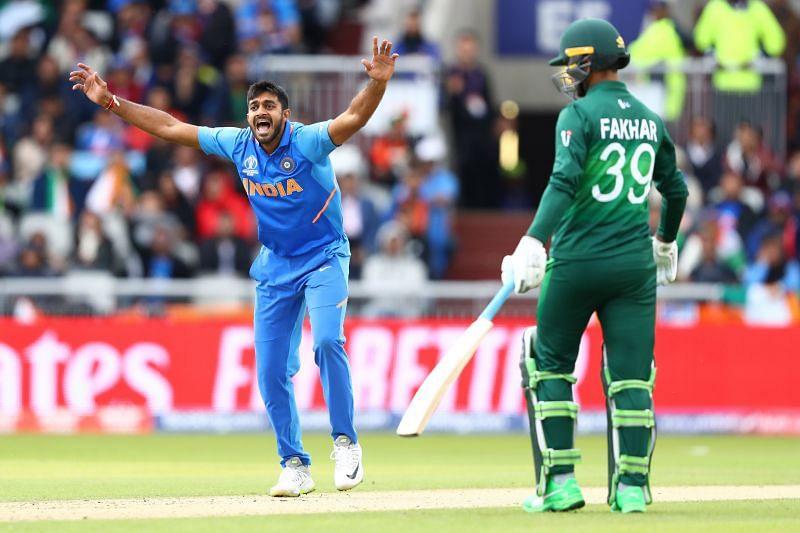 विजय शंकर पाकिस्तान के खिलाफ मैच के दौरान