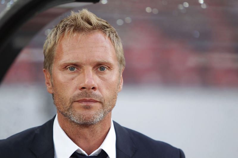 The current manager of Vissel Kobe was once a Borussia Dortmund player.