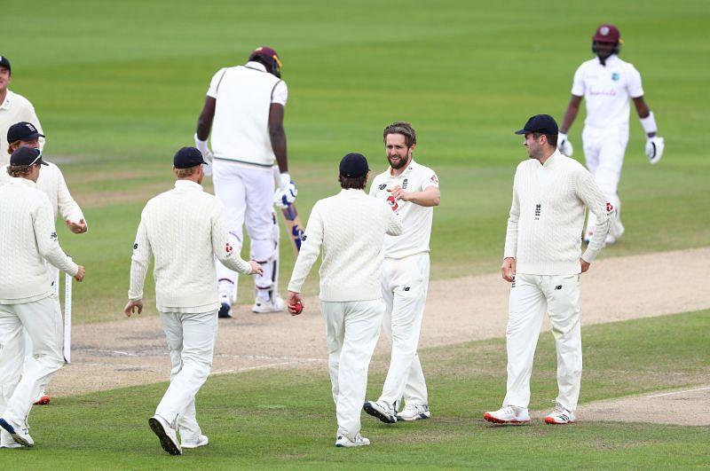 इंग्लैंड टीम ने किया जबरदस्त प्रदर्शन