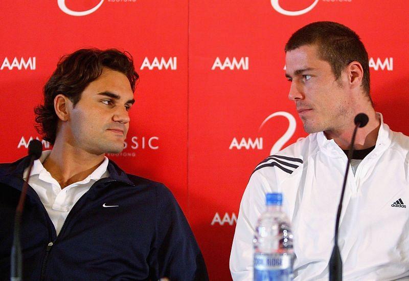 Roger Federer (L) and Marat Safin