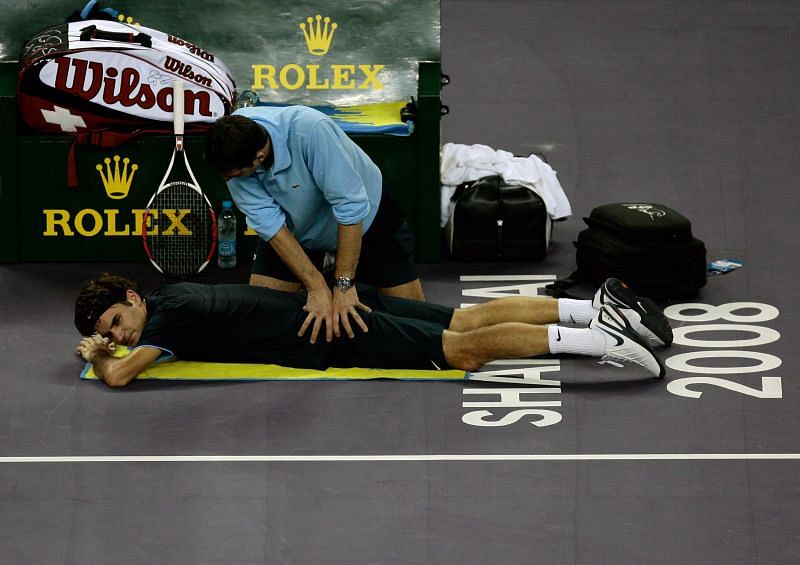Roger Federer receives back treatment at the 2008 Tennis Masters Cup
