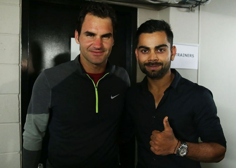 Roger Federer (L) with Virat Kohli at an exhibition match in Sydney in 2015