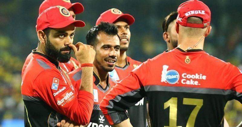 विराट कोहली आरसीबी टीम के साथ
