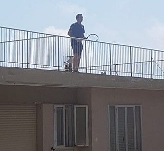 Roger Federer on one side of the roof