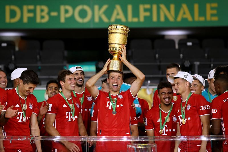 Thomas Müller poses with the DFC Cup