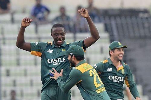 वनडे डेब्यू में 6 विकेट लेने वाले गेंदबाज