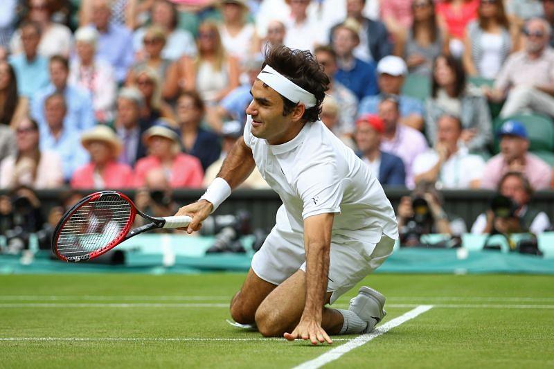 Roger Federer injured his knee at Wimbledon 2016