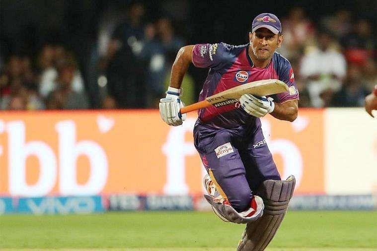 महेंद्र सिंह धोनी 2016 आईपीएल में राइजिंग पुणे सुपरजाएंट्स के कप्तान थे