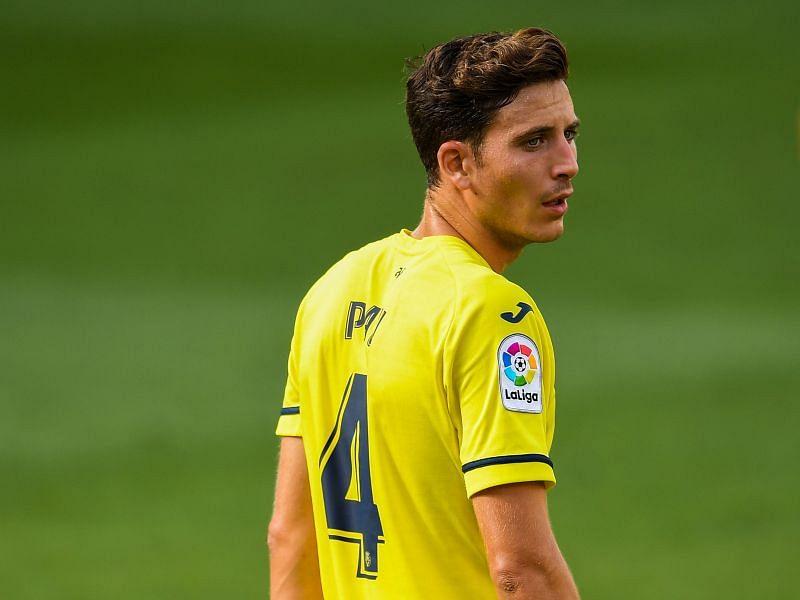 Pau Torres in action for Villarreal