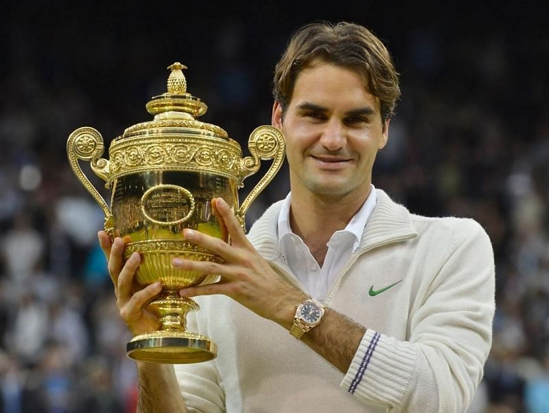 Roger Federer with the Wimbledon 2012 trophy