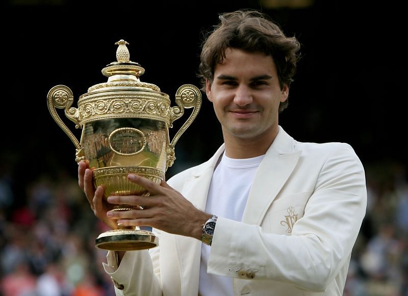 Roger Federer with the Wimbledon 2006 trophy
