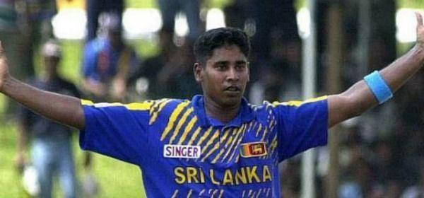एकदिवसीय अंतरराष्ट्रीय की एक पारी में सर्वश्रेष्ठ गेंदबाजी का रिकॉर्ड चमिंडा वास के नाम है
