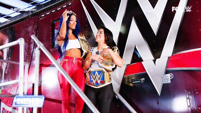 SmackDown में बेली और साशा
