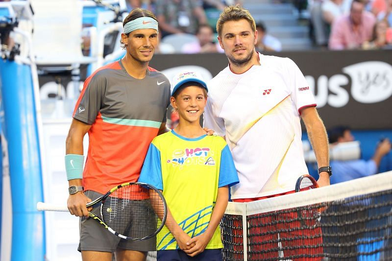 Rafael Nadal (L) and Stan Wawrinka pose at the net ahead of the 2014 AO final