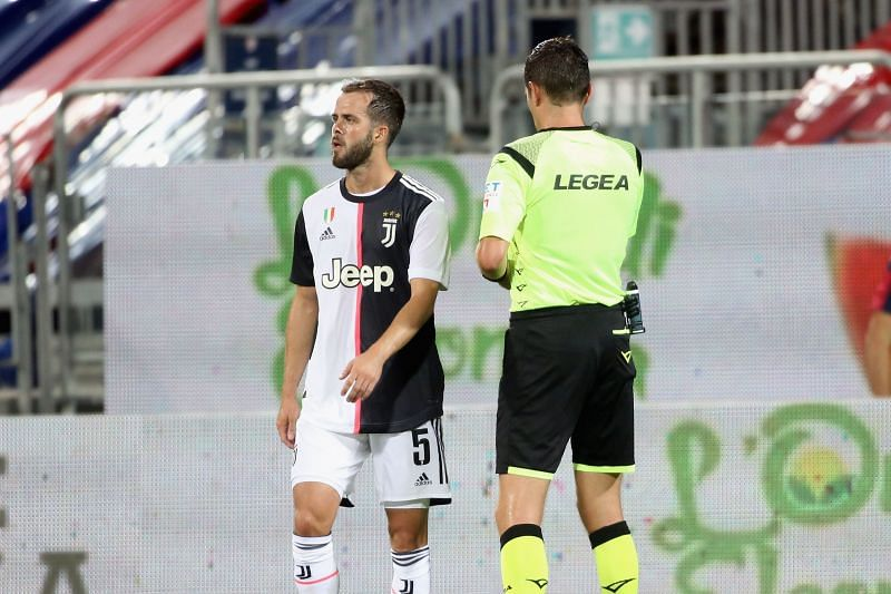 Miralem Pjanic picked up a yellow card in the Juventus-Cagliari game