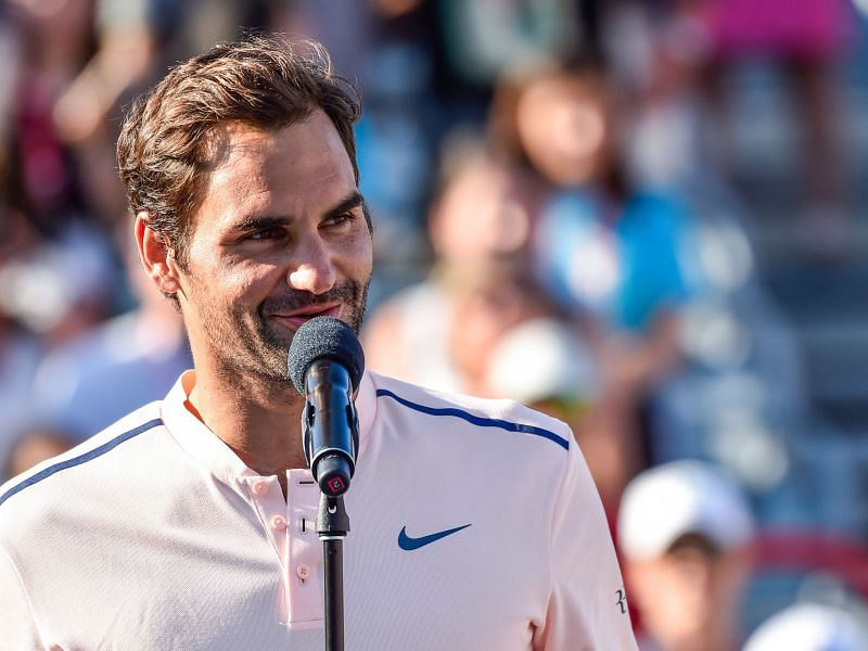 Roger Federer addresses the fans after the 2017 Coupe Rogers final
