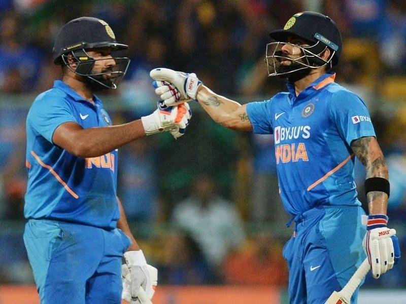 Virat Kohli (R) and Rohit Sharma (L)