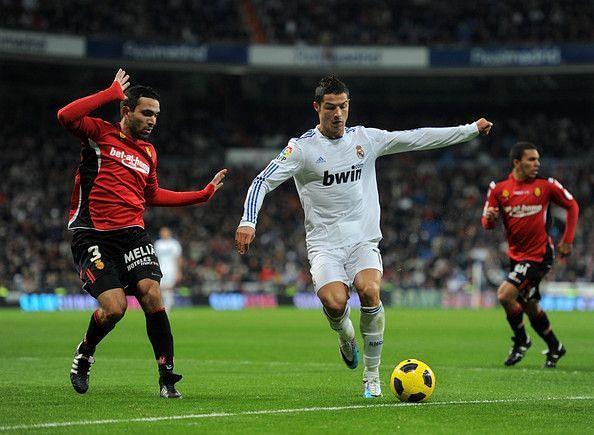 Joao Victor marking Cristiano Ronaldo.