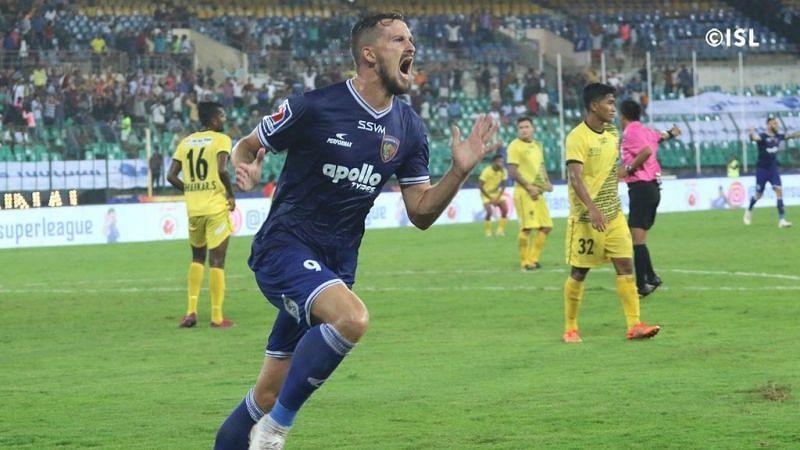 Nerijus Valskis celebrating a goal (Photo: ISL)