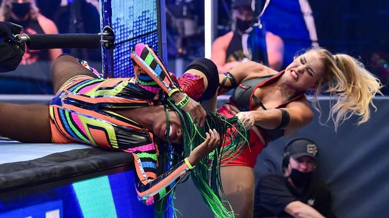Naomi vs Lacey Evans on WWE SmackDown