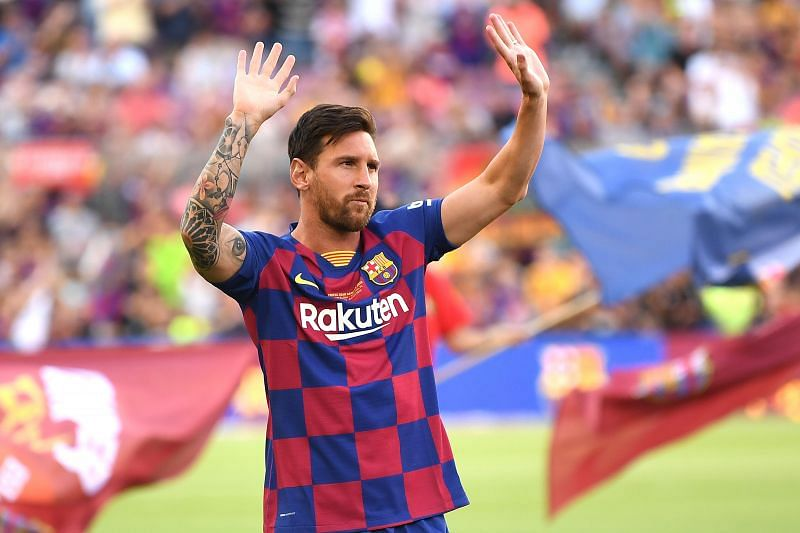 Lionel Messi of FC Barcelona waves to the crowd.