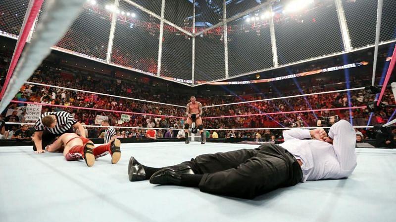 इस लिस्ट में शामिल दो रेफरी WWE के दो सबसे बड़े दिग्गजों में से एक हैं