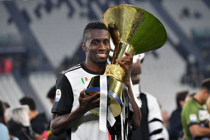 Matuidi poses with the trophy during Juventus