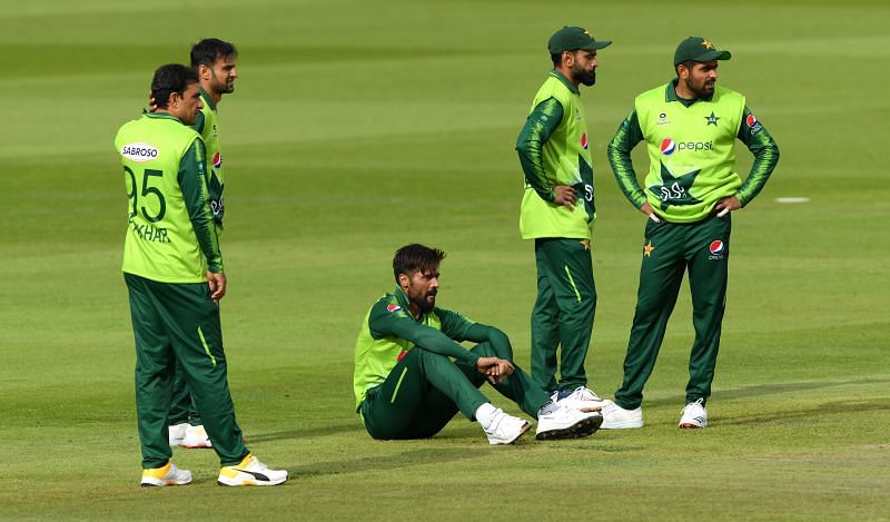 Pakistan put on a sorry bowling performance against England in the second T20I