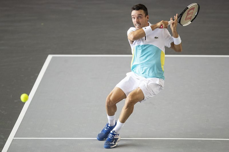 Roberto Bautista Agut plays a forehand at Bett1Aces Open