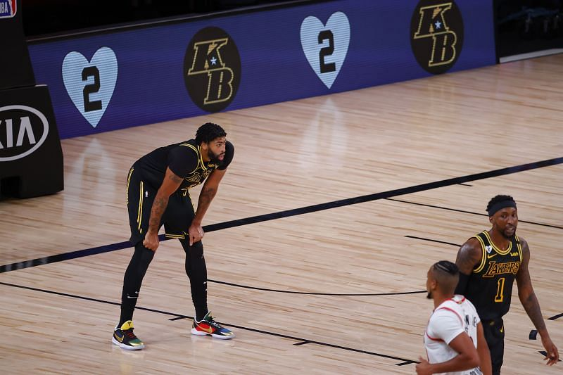 Anthony Davis had to leave early for the LA Lakers due to spasms in his back