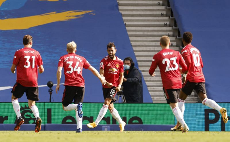 Bruno Fernandes celebrates with his teammates after scoring from the spot in the last minute