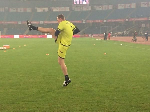 Kristof van Hout warming up ahead of an ISL match. (Photo: Twitter)