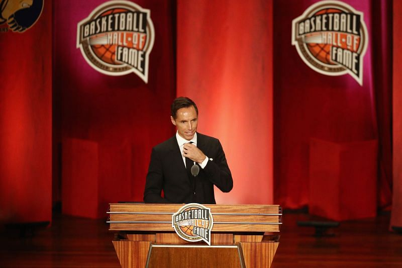 Steve Nash during his Naismith Memorial Basketball Hall of Fame induction ceremony in 2018