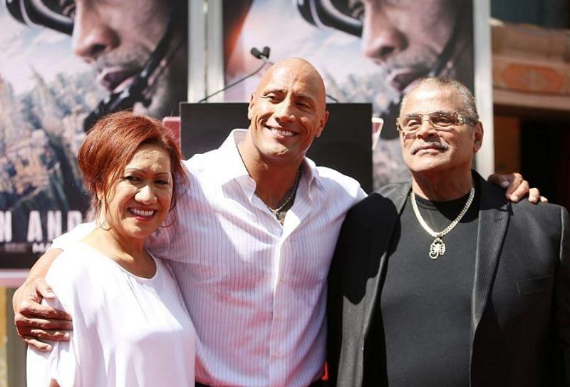 माता-पिता के साथ द रॉक