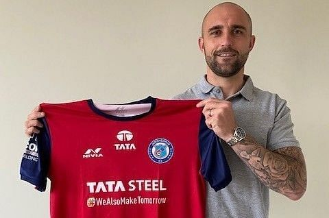 Peter Hartley with his Jamshedpur FC Jersey. Peter Hartley at Motherwell.
