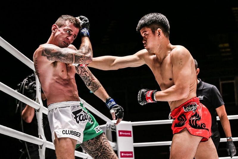 Pongsiri PK.Saenchaimuaythaigym defeats Sean Clancy by Unanimous Decision (UD) after 3 rounds