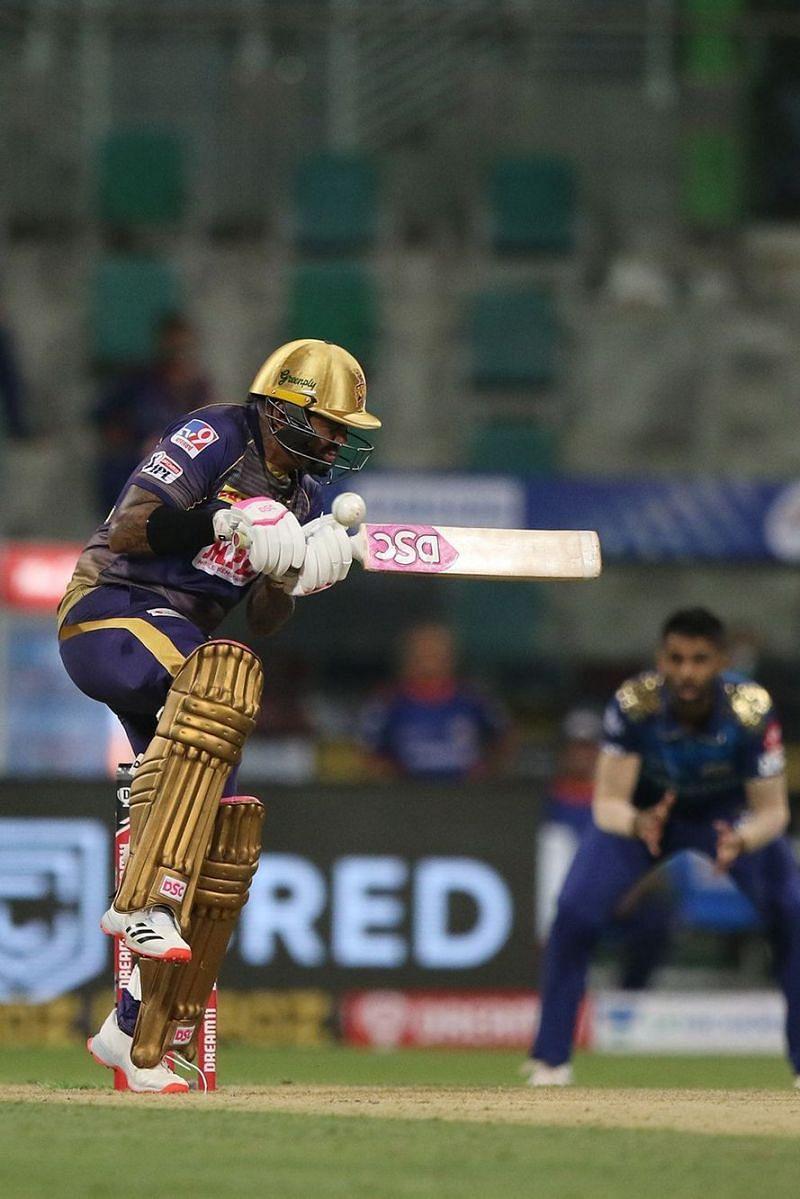 Sunil Narine struggling against the short length [Pc: Iplt20.com]