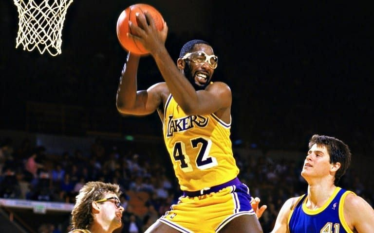 James Worthy wearing his famous goggles [Credits: Laker Nation]