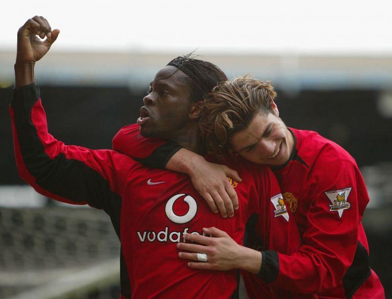 Manchester United goal-scorers, Louis Saha (L) and Cristiano Ronaldo (in 2004)