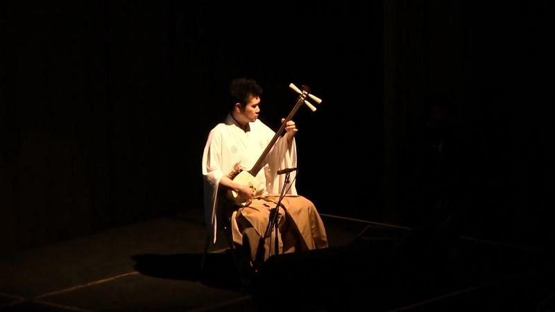 The shamisen is integral to Japanese theater and it played similar role in this match