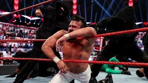 Raw में की गई इन गलतियों से बचा जा सकता था