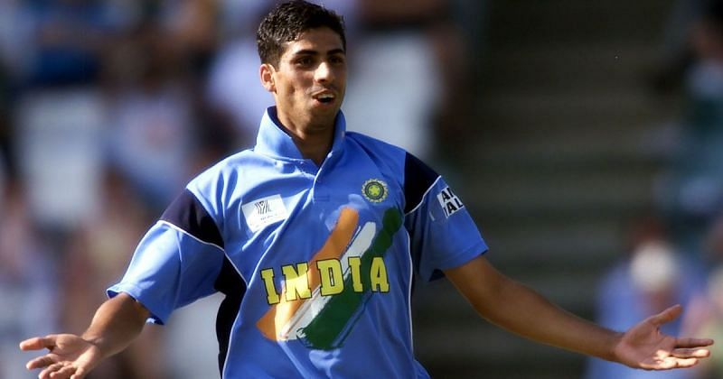 Ashish Nehra picked 6 for 23 bowling with a heaving taped and bandaged leg (Image Credits: Scroll)