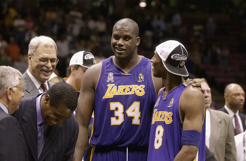 Kobe and Shaq after the LA Lakers won the 2002 NBA title [Credits: Bleacher Report]