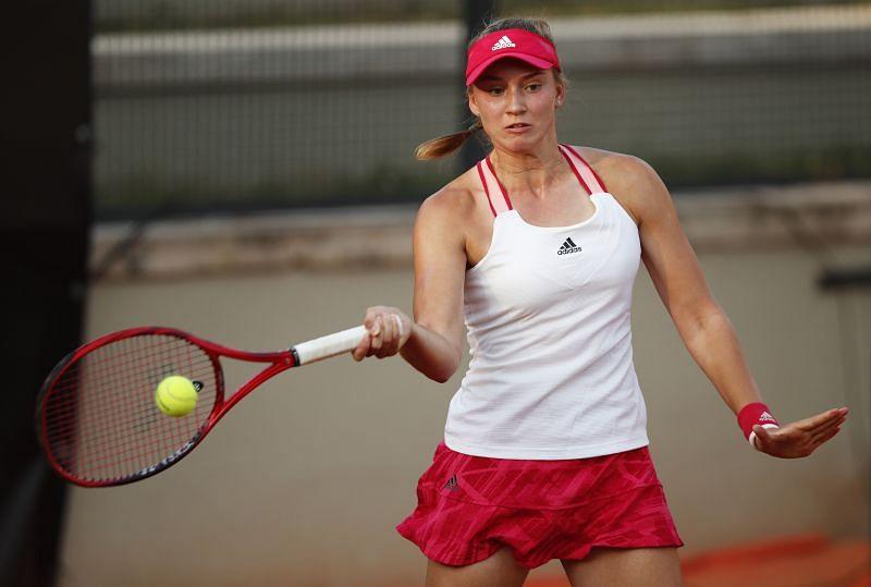 Elena Rybakina plays a forehand